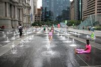 20170713 elee philadelphia city hall dilworth park fountain hot day