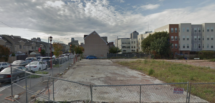 A  2007 photo of a vacant lot at 900 Callowhill Street.