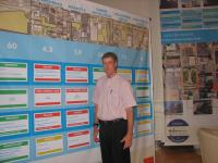 Dan Keating in front of Keating's casino comparison chart