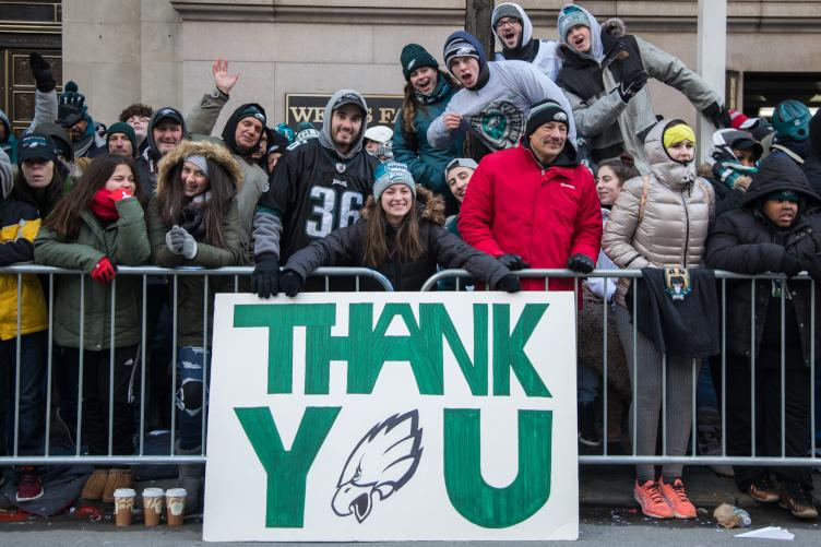 Eagles fans thank the players. Credit: Emily Cohen/WHYY