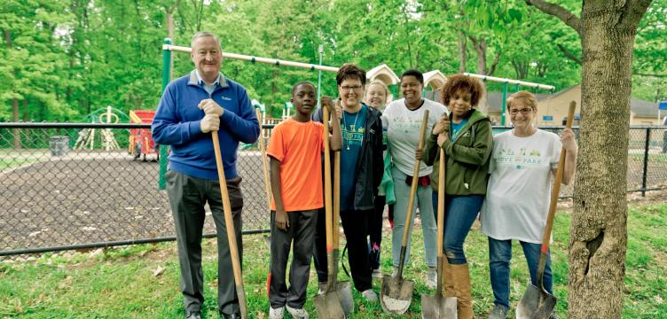 Mayor Jim Kenney poses with volunteers at Fisher Park. (Fairmount Park Conservancy)